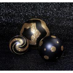 Die Weihnachtszeit steht vor der Tür und wir haben vorgesorgt! Weihnachtskugeln in allen Größen und Farben stehen im Onlineshop für Sie  bereit!  #DekoWoerner #deko #xmas #Weihnachtskugel #weihnachtskugeln #Dekokugel #weihnachtsdeko #christbaumkugel #Weihnachtszeit