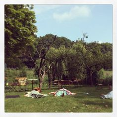 Kundalini Yoga in de tuin van de Buurtboerderij, Westerpark, Amsterdam