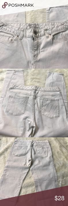 "FREE PEOPLE JEANS SIZE 29 Size 29. In gently worn condition! It is a Skinny  cropped jean with an inseam of 25""// across the waist is  16"" laying flat unstretched. Sorry no trading! Pants Skinny"