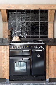 Massief houten landelijke keuken, eiken vergrijsd Industrial Style Kitchen, Boho Kitchen, Rustic Kitchen, Kitchen Decor, Kitchen Design, Black Kitchens, Home Kitchens, House Rooms, Sweet Home