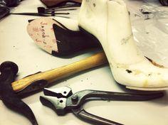 Shoe design & construction exclusively @ pansik School Fashion, Passion For Fashion, Designer Shoes, Designers, Construction, Costume, Crafty, Diy, Building