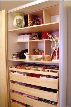 Finally... organised closet space! - http://makingitlovely.com/2008/12/16/my-organized-closet/