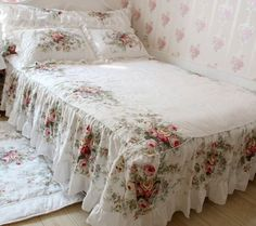 FADFAY Home Textile,New European Vintage Floral Rose Bedding Set,Shabby Floral Country Style Bedding Set,White Lace Ruffle Bedding Sets Target Shabby Chic Bedding, Vintage Bedding Set, Shabby Vintage, Vintage Floral, Shabby Chic Girl Room, Shabby Chic Bedrooms, Shabby Chic Decor, Duvet Bedding, Bedding Sets