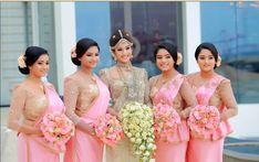 Sari Wedding Dresses, Bridesmade Dresses, Wedding Sari, Pink Prom Dresses, Red Wedding, Designer Wedding Dresses, Bridal Dresses, Sikh Wedding, Bridesmaid Saree