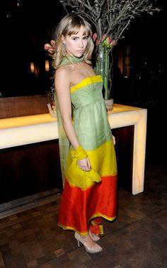 Pin for Later: Suki Waterhouse: Wie aus dem Londoner Partygirl ein Hollywood Sternchen wurde  Für ein Abendessen im Februar 2012 entschied sich Suki für ein Vintage-Kleid von Givenchy aus dem Jahre 1971.