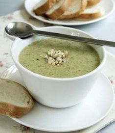 Creamy broccoli and sweet-potato soup This can be made V with vegetable broth Soup Recipes, Healthy Recipes, Healthy Food, Sweet Potato Soup, Camping Meals, Meal Planner, Kid Friendly Meals, Food For Thought, Stew