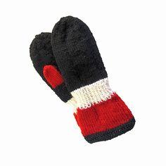 Votter i Raggi garn, kontrastfarger Winter Hats, Fashion, Moda, Fashion Styles, Fashion Illustrations