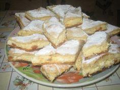 Placinta rapida si delicioasa cu branza dulce si stafide Romanian Desserts, Romanian Food, Romanian Recipes, Cakes And More, French Toast, Bakery, Sweet Treats, Sweets, Cheese