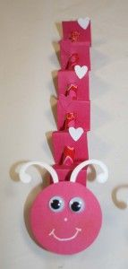 Cardstock Pencil Catepillars – Valentine Treat I want to do this for easter with a green caterpillar Valentines Day Treats, Valentine Day Crafts, Be My Valentine, Holiday Crafts, Holiday Fun, Valentine Cupcakes, Heart Cupcakes, Pink Cupcakes, Preschool Crafts