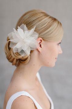 Brautschmuck Hochzeit, Seidenblüte Haar, Haarclip Violetta - www.bellejulie.de