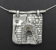 Wonderfully detailed pendant by Hadar Jacobson.