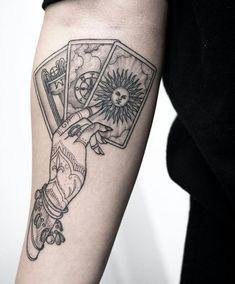 Tattoo Pink, Ink Tattoo, Tattoo Henna, Piercing Tattoo, Armband Tattoo, Tattoo Moon, Ear Piercings, Tattoo Linework, Hand Tattoos