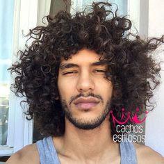 Boa tarde gentiii ✨coragem pra essa terça ein vamos produzir!! #curlyhair #curly #naturalhair #curlyboy #cachosestilosos //@dessacostta