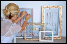DIY Porta-Bijoux - http://www.lerdormircomer.com.br/2013/06/4projetinhosquevaodeixarasuacasaaindamaislinda.html