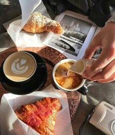 Super Ideas For Breakfast Pictures Mornings Coffee Coffee Break, Morning Coffee, Coffee Time, Breakfast Pictures, Breakfast Ideas, Coffee And Books, Coffee Mugs, But First Coffee, Oui Oui