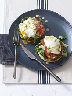 This recipe for summer eggs florentine takes a brunch classic and makes it lighter with seasonal greens and a light dressing Vegetarian Breakfast, Vegan Breakfast Recipes, Brunch Recipes, Vegetarian Recipes, Tailgating Recipes, Grilling Recipes, Barbecue Recipes, Barbecue Sauce, Vegetarian Grilling