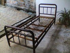 antiga cama de madeira - marca patente