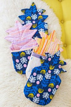 Pineapple Oven Mitt Pattern | What's more fun than these quirky oven mitts? Answer: Nothing!
