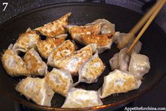 Guide to Wrapping and Pan-frying Dumplings (steam-fry method)
