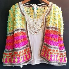 crochelinhasagulhas: No Instagram Crochet Woman, Love Crochet, Beautiful Crochet, Hand Crochet, Knit Crochet, Crochet Jumper, Crochet Jacket, Crochet Designs, Crochet Patterns