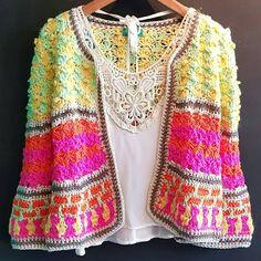 crochelinhasagulhas: No Instagram Freeform Crochet, Hand Crochet, Knit Crochet, Crochet Jumper, Crochet Jacket, Crochet Lingerie, Crochet Woman, Crochet Fashion, Beautiful Crochet