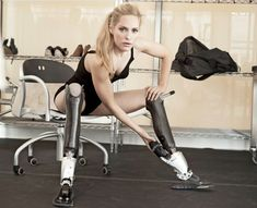 Recently, I came across an inspiring talk by Aimee Mullins on TedMed. Aimee Mullins is an American athlete, actress, and fashion model. When she was born, . American Athletes, Bionic Woman, Annie Leibovitz, Silhouette, 40 Years Old, Legs Day, Amazing Women, Canon, Actresses