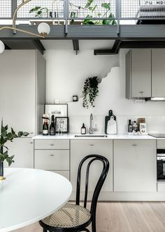 Always wanted a clutter free kitchen? Do these 10 things (+ a peek at my kitchen) - DIY home decor - Your DIY Family Clutter Free Kitchen, Clutter Free Kitchen Countertops, Kitchen Decor, Modern Kitchen, Kitchen Decor Modern, Tidy Kitchen, Kitchen, Diy Kitchen, Top Kitchen Cabinets