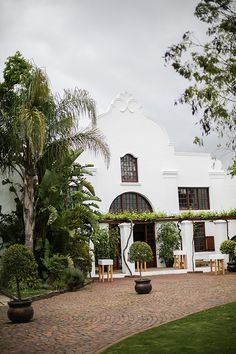 See this couples amazing wedding photographs at Nooitgedacht Estate in Stellenbosch. Winter Weddings, Mansions, House Styles, Home Decor, Decoration Home, Room Decor, Fancy Houses, Mansion, Manor Houses