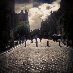 fromedinburghwithlove:    The Royal Mile in a wet afternoon in Edinburgh (Taken with Instagram)