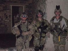 Medal of Honor recipient Leroy Petry with a couple of CSMs in Afghanistan on a walk along with a Ranger platoon. Us Army Rangers, 75th Ranger Regiment, Medal Of Honor Recipients, Green Beret, United States Army, Military History, Afghanistan, Police Officer, Couples