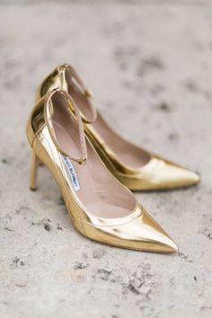gold wedding heels | Elisabeth Carol