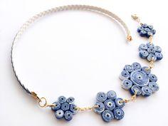 Collar de Papel Azul y Blanco Porcelana China. Bisutería de Papel. Joyas de Papel. Reutilización y Reciclaje. Eco Joyas.