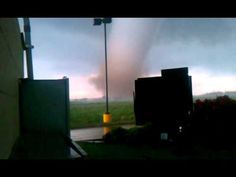 "twitter/ ""Not sure I've ever seen anything like this. 28 terrifying seconds of #Oklahoma #tornado"""