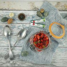 Tartar de fresas con pimientos una receta que me encanta y que repito a menudo. Es un refuerzo cuando necesito depurar y deshincharme. Lo dejo macerando toda la noche con sirope de agave #sunnyvia de @mydietbox  lima y salsa soja reducida en sal  Et voilà!!! Perfecto entrante para el almuerzo de hoy