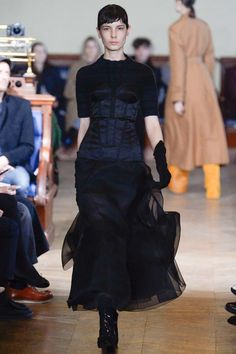 Olivier Theyskens Fall 2017 Ready-to-Wear Collection Photos - Vogue