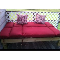 Outdoor pallet bed