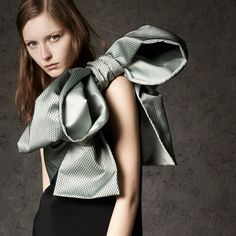 The artistic side of fashion design: Big BOW at No. 21 Pre-Fall 2016.