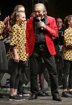 Zemřel zpěvák Karel Gott. Podlehl akutní leukémii - Super.cz Gott Karel, Red Leather, Leather Jacket, Marilyn Monroe, Christmas Sweaters, Las Vegas, Celebrities, Jackets, Film
