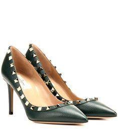VALENTINO Rockstud Leather Pumps. #valentino #shoes #pumps
