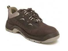 Safety shoes suppliers in India offer great discounts on footwear products. Buy them only if you really want to get them.