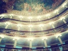 Internamente este Teatro é Apaxionante.