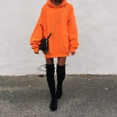Street Statement Orange Outfits To Rock Your Whole Year – Lupsona Source by karinecousinjs outfits Sweatshirt Outfit, Oversized Hoodie Outfit, Hoodie Outfit Casual, Club Outfits, Mode Outfits, Trendy Outfits, Fashion Outfits, Party Outfits, Clubbing Outfits
