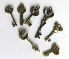 Ciondoli con chiavi - 7 Pendenti bronzo KEY mix - un prodotto unico di GIULI2 su DaWanda