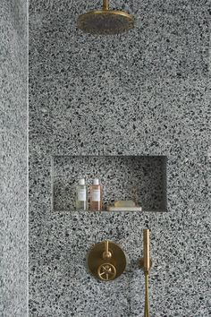 Terrazo Wall Bathroom Ideas - Home of Pondo - Home Design Bathroom Spa, Bathroom Toilets, Modern Bathroom, Master Bathroom, Bathroom Ideas, Brass Bathroom, Small Bathroom Inspiration, Eclectic Bathroom, Stone Bathroom