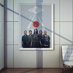 Poster Plugging Foo Fighters em papel de alta qualidade com impressão laser, suasdimensões são de 57centímetrosde largura e 80centímetrosde altura, o pôster é inspirado na bandaFoo Fighters.