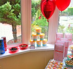 Circus party sweet table