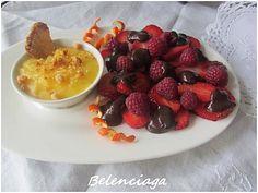 Frutos rojos con dos cremas