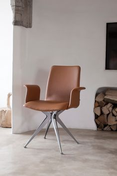 Armchair in leather with architectural base. Taille by Mathias De Ferm for Sitino.