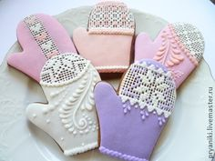 I'm pinning this for the mitten design inspiration. Beautiful!