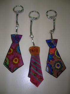 Porte-clés pour les Papas - Sev et Lolo scrapent ! Diy And Crafts, Crafts For Kids, Arts And Crafts, Ideas Día Del Padre, Creative Activities For Kids, Dad Day, Shrinky Dinks, Fathers Day Crafts, Mother And Father